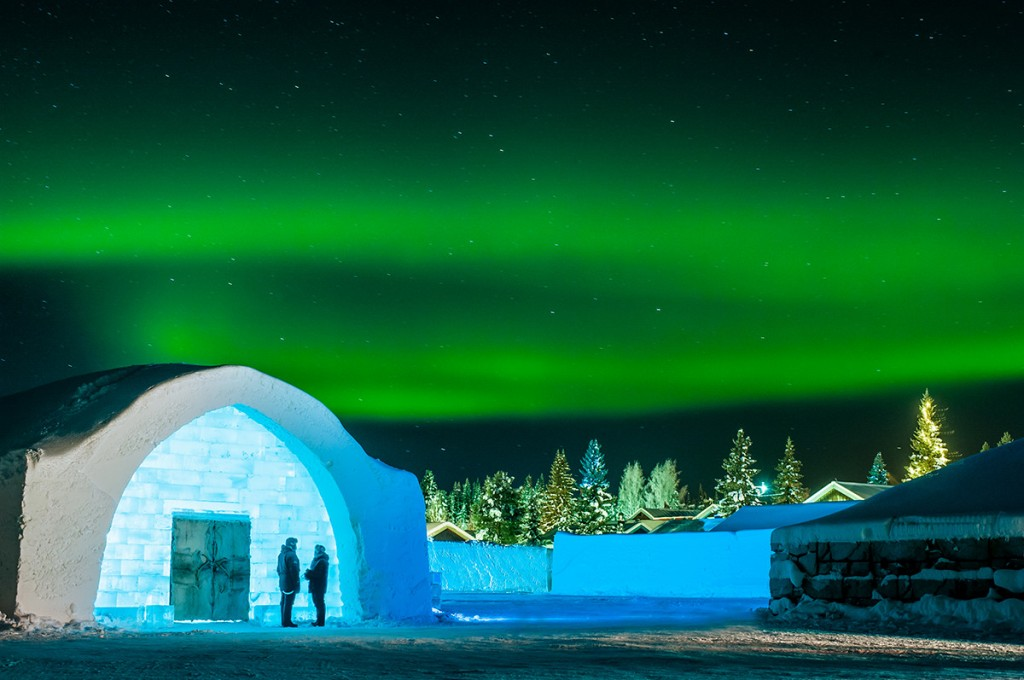 icehotel-entrance-northern-lights-aurora-1200x797